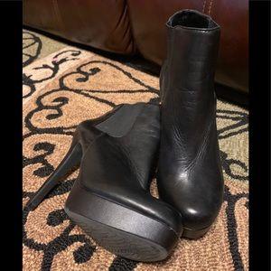 Gianni Bini heeled ankle booties